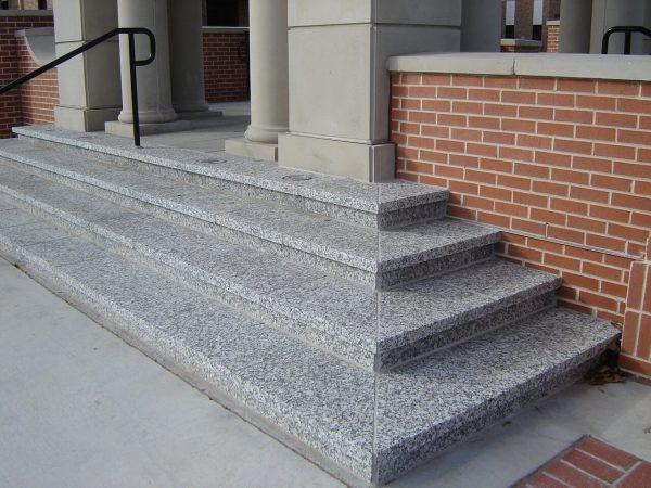 Montaj trepte exterior granit Crema Julia