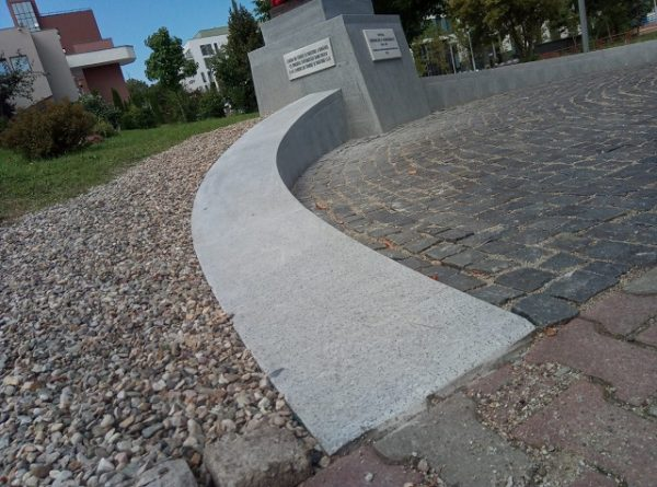 monument andezit light