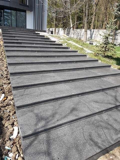 Trepte scări exterioare granit fiamat Dark Grey